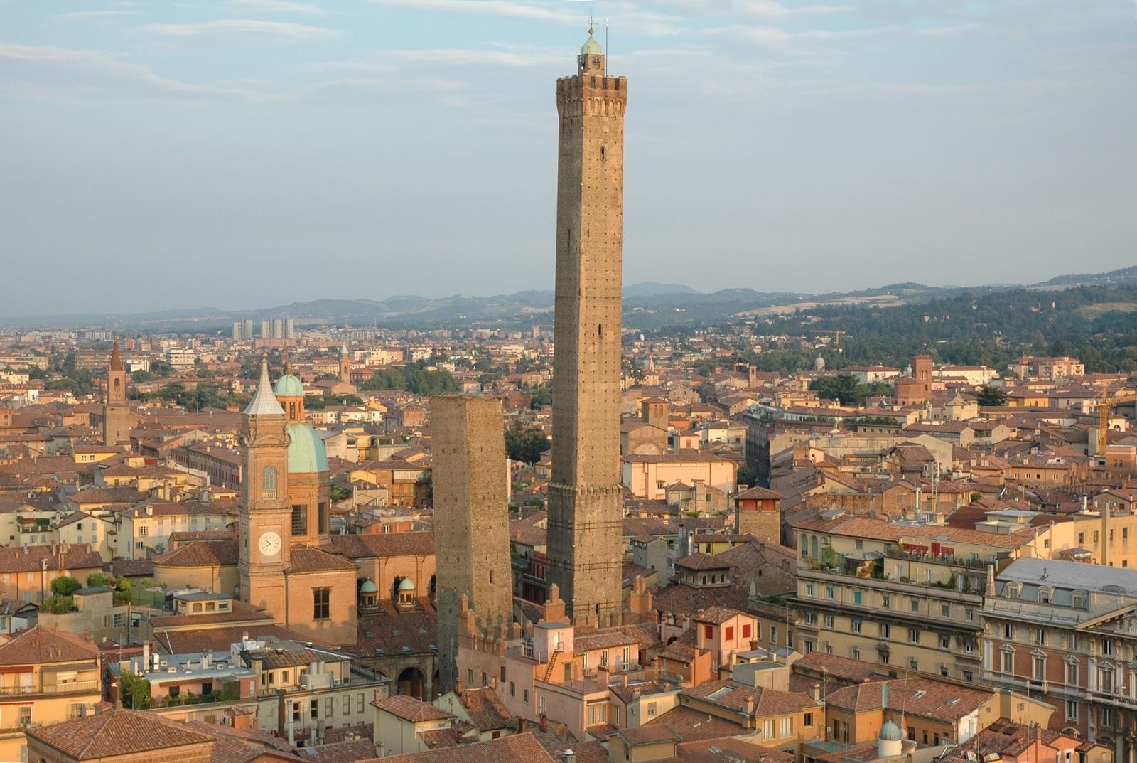 Asinelli y Garisenda, dos símbolos de la ciudad de Bolonia