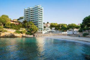 Iberostar Grand Hotel Portals Nous, a la orilla del mar