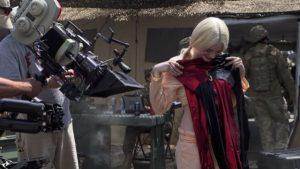 Margot Robbie con el traje de arlequín durante el rodaje