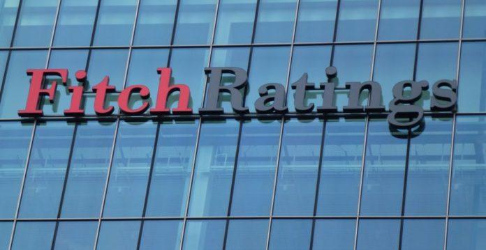 Fitch acaba de rebajar la nota de 16 entidades financieras españolas.