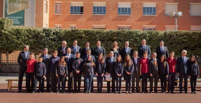 En marzo varios directivos de la banca visitaron en persona colegios para incidir en la importancia de la educación financiera.