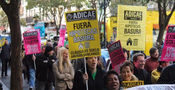Manifestación contra los abusos hipotecarios celebrada en Zaragoza.