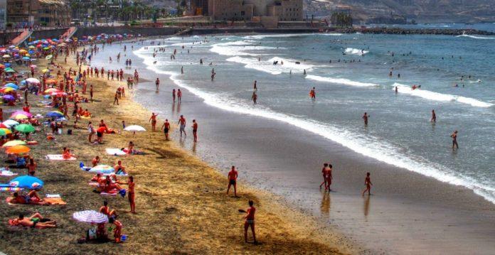 El turismo acumula 25 meses consecutivos de caídas del gasto por visitante.