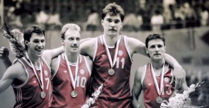 Marciulionis, Kurtinaitis, Sabonis y Homicius tras el oro de 1988
