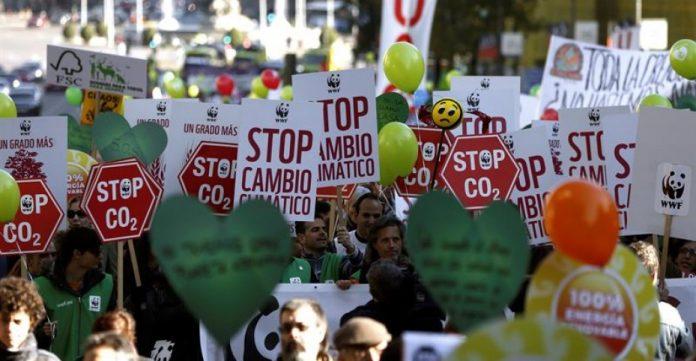 En Madrid se celebró este domingo una marcha contra el cambio climático que congregó a 15.000 manifestantes según la organización.