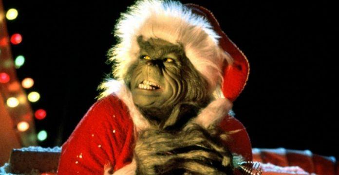 Jim Carrey interpreta al Grinch, la antítesis del espíritu navideño.