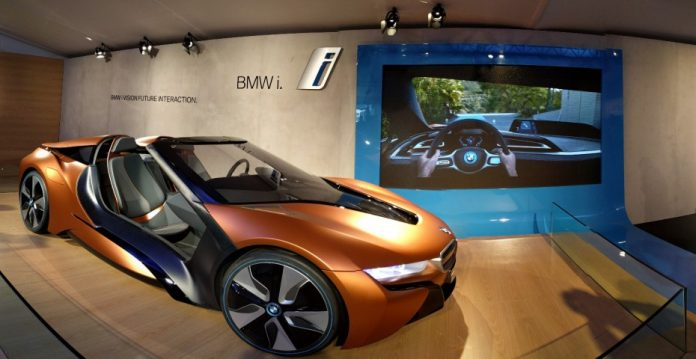 BMW ha llevado al CES una versión descapotable de su súper deportivo eléctrico, el modelo i8.