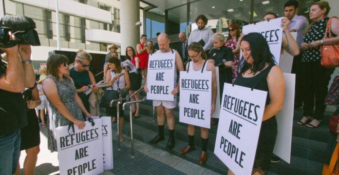La estricta política de inmigración australiana despierta mucha oposición en el país